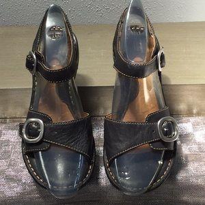 BOC woman's size 7 sandal